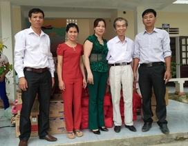 Quỹ Nhân ái cứu trợ lũ lụt đến với các em học sinh trường Tiểu học Đức Giang