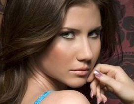 Cựu điệp viên xinh đẹp Nga đòi bồi thường 10 triệu rúp
