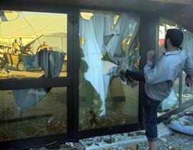 """Cảnh đổ nát, hoang tàn bên trong """"đại bản doanh"""" của Gadhafi"""