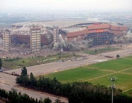 Sân bóng trong nhà lớn nhất châu Á bị san phẳng
