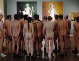 Khỏa thân đi xem triển lãm… khỏa thân