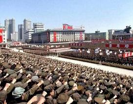"""""""Biển"""" người Triều Tiên mít-tinh ủng hộ kêu gọi vũ trang"""
