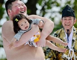 Võ sĩ Nhật thi nhau làm trẻ em phát khóc