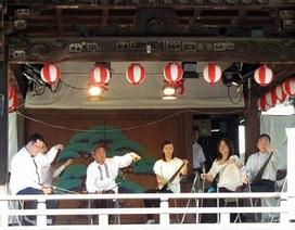 Ban nhạc Nhật Bản hòa tấu bằng những chiếc cưa