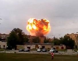 Quả cầu lửa khổng lồ sau vụ nổ kho đạn