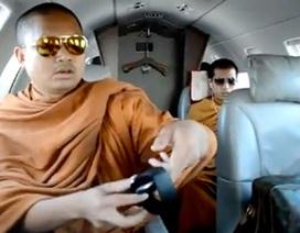Nhà sư Thái bị chỉ trích vì đi máy bay riêng như thương gia
