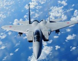 """Nhật điều máy bay chiến đấu """"canh"""" máy bay ném bom Nga"""