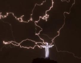 Tượng Chúa Giêsu được đại tu sau khi bị sét đánh