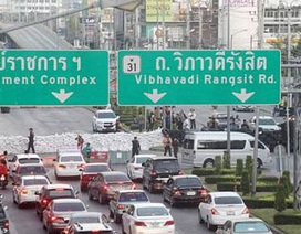 """Hàng loạt đường sá bị chặn trong ngày đầu """"đóng cửa Bangkok"""""""