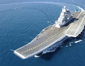 Máy bay chiến đấu Ấn Độ lần đầu hạ cánh xuống tàu sân bay