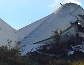 Máy bay quân sự Algeria vỡ tan nửa đầu sau khi đâm vào núi
