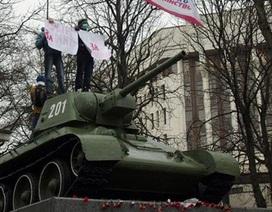 Ukraine: Nhóm vũ trang đột kích sân bay bán đảo Crimea