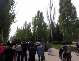 Dân thành phố miền đông Ukraine xua đuổi binh sĩ chính phủ