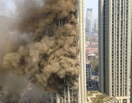 Trung Quốc: Tòa chung cư 34 tầng chìm trong biển lửa