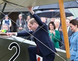 Hoàng tử Anh lên buồng lái máy bay chiến đấu