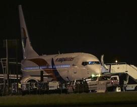 Máy bay Malaysia Arilines hạ cánh khẩn cấp vì nổ lốp