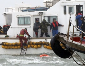 Thợ lặn Hàn Quốc tìm thấy 3 thi thể bên trong phà đắm