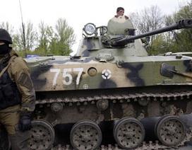 Ukraine thừa nhận miền đông ngoài vòng kiểm soát, báo động quân đội