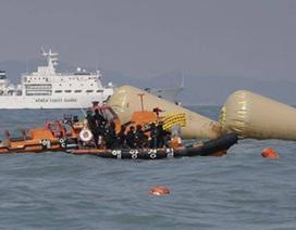 Thợ lặn Hàn Quốc tiếp cận các phòng có khóa bên trong phà chìm