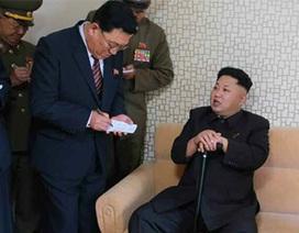 Ông Kim Jong-un chống gậy tái xuất
