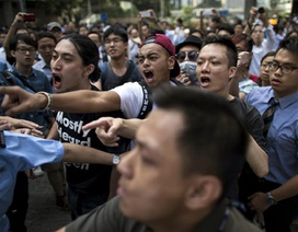 """Giới chức Hồng Kông bị """"tố"""" thuê côn đồ sau các vụ xô xát"""
