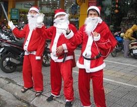 """Dịch vụ """"ông già Noel tặng quà"""" của giới trẻ hút khách"""