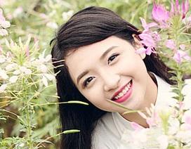 Thiếu nữ Hà thành khoe vẻ đẹp tinh khôi bên vườn hoa xuân