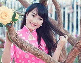 Hoa khôi sinh viên Hà Nội khoe sắc giữa vườn hoa xuân