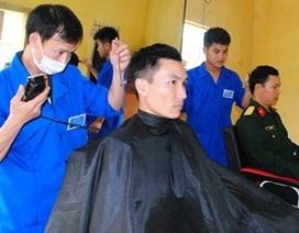 Phòng cắt tóc thanh niên của lính xe tăng