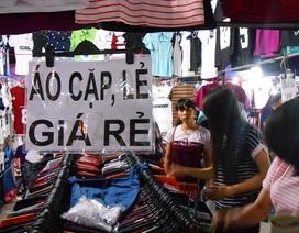 """Sinh viên """"bán - mua"""" tại chợ đêm làng đại học"""