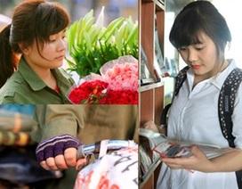 Nữ sinh Du lịch sáng giảng đường, chiều bán hoa