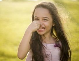 Vẻ đẹp dễ thương của bé gái mang hai dòng máu Việt – Anh