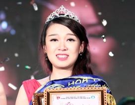 Nữ sinh ĐH Kinh doanh Công nghệ bật khóc phút đăng quang Hoa khôi