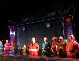 Khổ luyện đằng sau sân khấu múa rối nước Hội An