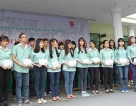 Hàng trăm vé xe miễn phí hỗ trợ sinh viên về quê ăn Tết