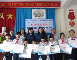 Đà Nẵng: Trao học bổng đến học sinh nghèo, học giỏi