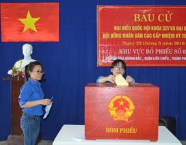 """Đà Nẵng: Sinh viên náo nức lần đầu thực hiện bầu cử  """"chọn mặt gửi vàng"""""""