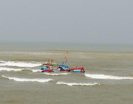 Cứu sống hai ngư dân trên tàu cá bị chìm do thời tiết xấu