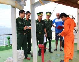 Trục xuất tàu nước ngoài chở xăng lậu ra khỏi vùng biển Việt Nam