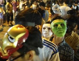 Giới trẻ Hà Nội chen chân đi chơi chợ trung thu