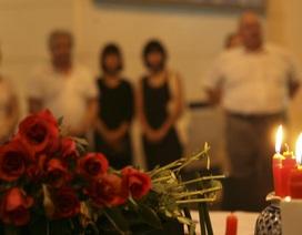 Nến và hoa từ Hà Nội tưởng nhớ nạn nhân vụ khủng bố tại Paris