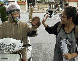 """Thí sinh, phụ huynh trong """"cuộc đua"""" THPT quốc gia 2016"""