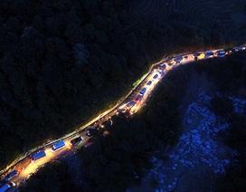 Đoàn xe tắc dài trên đường đèo Sa Pa sau lũ