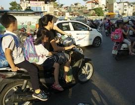 Nguy hiểm rình rập trẻ nhỏ không đội mũ bảo hiểm trên xe máy