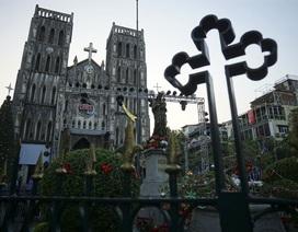 Hà Nội: Nhà thờ cổ kính trang hoàng đón Giáng sinh