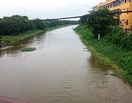 Thấp thỏm sống chung với dòng sông ô nhiễm nặng