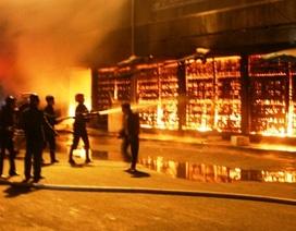 Hình ảnh hiện trường vụ cháy dữ dội tại chợ Phủ Lý
