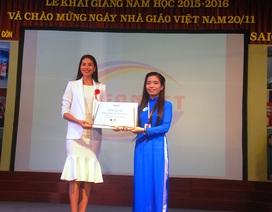 Hoa hậu Phạm Hương tặng 3.000 cuốn sách cho sinh viên