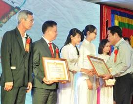 Trao hơn 500 triệu đồng học bổng khuyến học cho sinh viên họ Dương miền Nam
