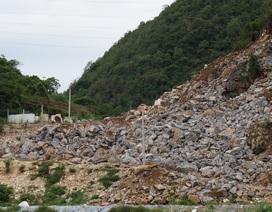 Không giấy phép, doanh nghiệp ngang nhiên khai thác đá ngay chân cột điện cao thế